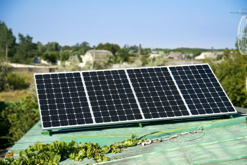Солнечные батареи для дома — купить с доставкой и установкой, солнечные  электростанции в Киеве и Украине: цена, монтаж, сервис | VINUR | «Vinur»